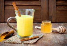 Uống tinh bột nghệ và mật ong